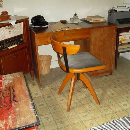 Moa Martinssons skrivbord i torpet